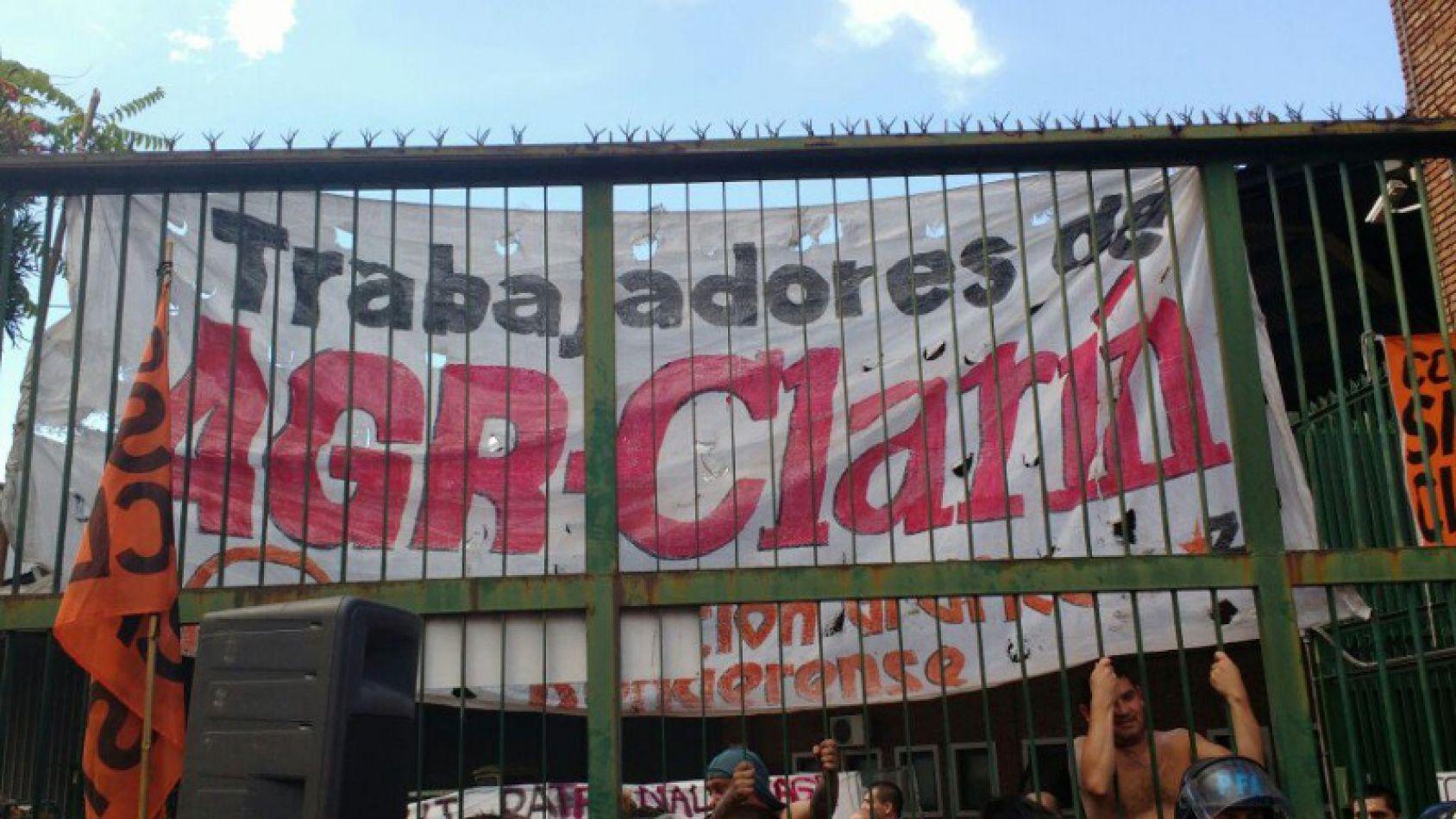 Clarín valló su planta por el masivo despido de trabajadores