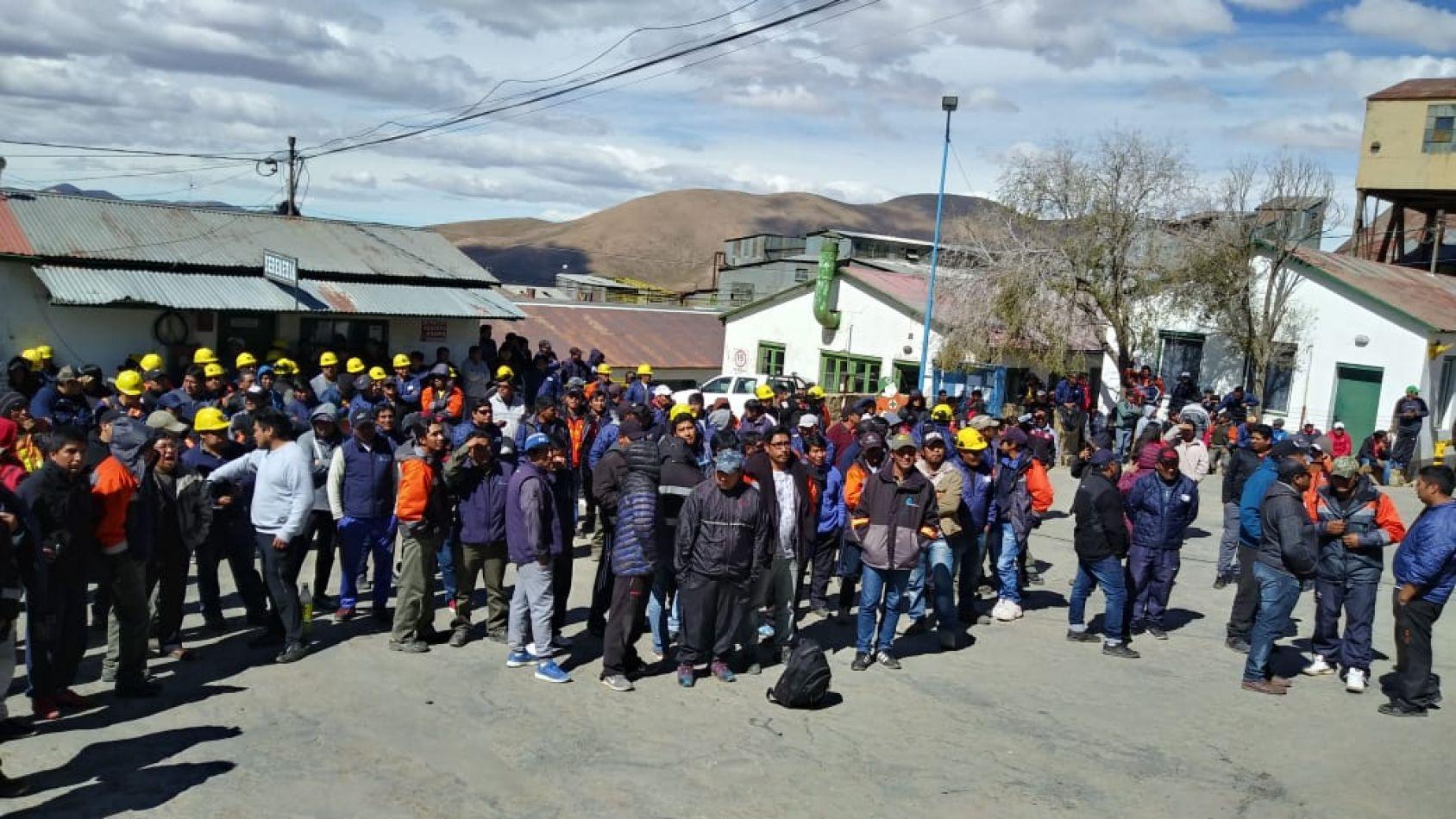 Mineros de El Aguilar comenzaron un paro, denuncian que la empresa está desmantelando la planta