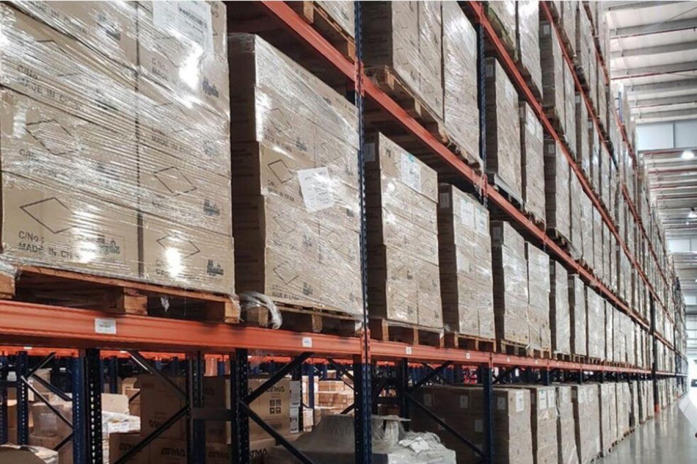 Encontraron 100 mil notebooks que Macri no entregó