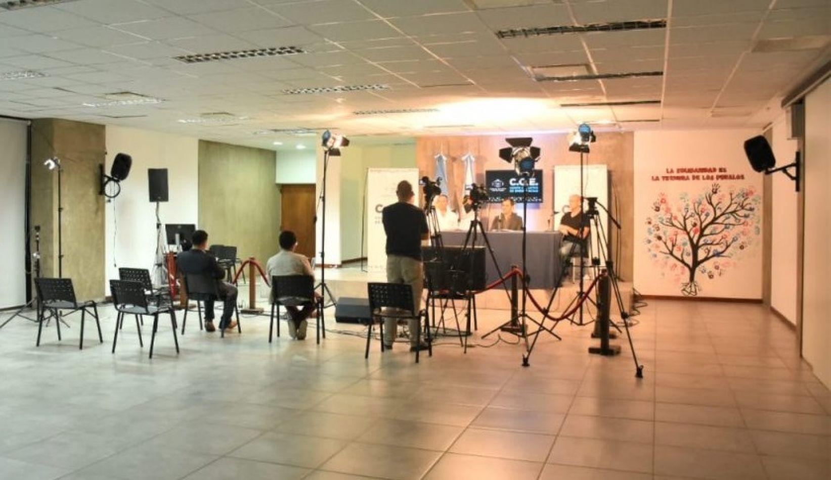 COE: Conferencia de los funcionarios casi sin periodistas