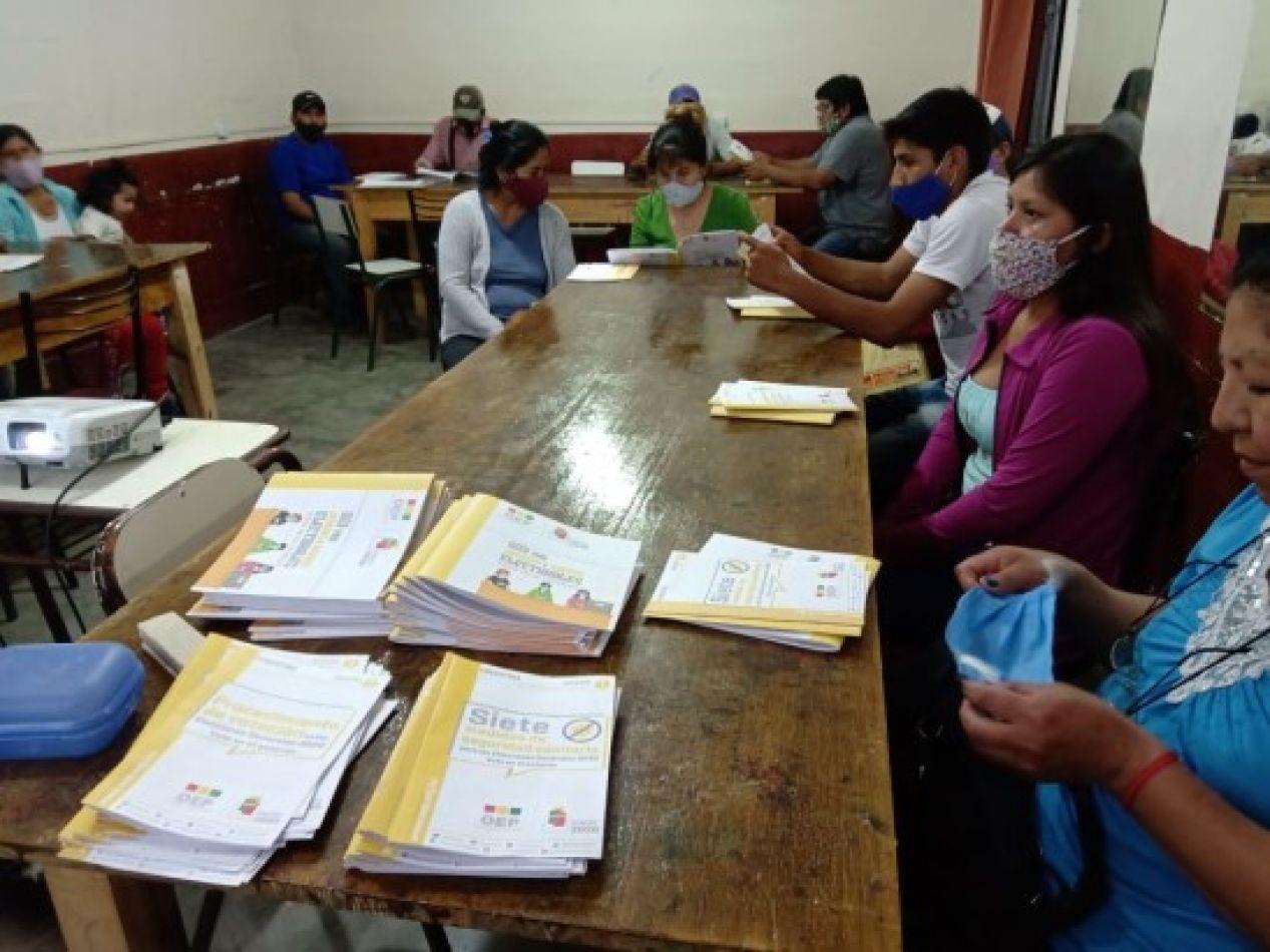 El Tribunal Supremo Electoral  de Bolivia capacita a jurados electorales para que desarrollen su tarea el domingo 18