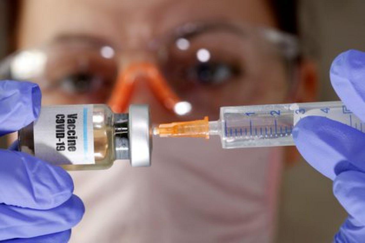 """Según el Ministro de Salud, la vacuna""""podría estar para principio de año o tal vez algunos días antes"""""""