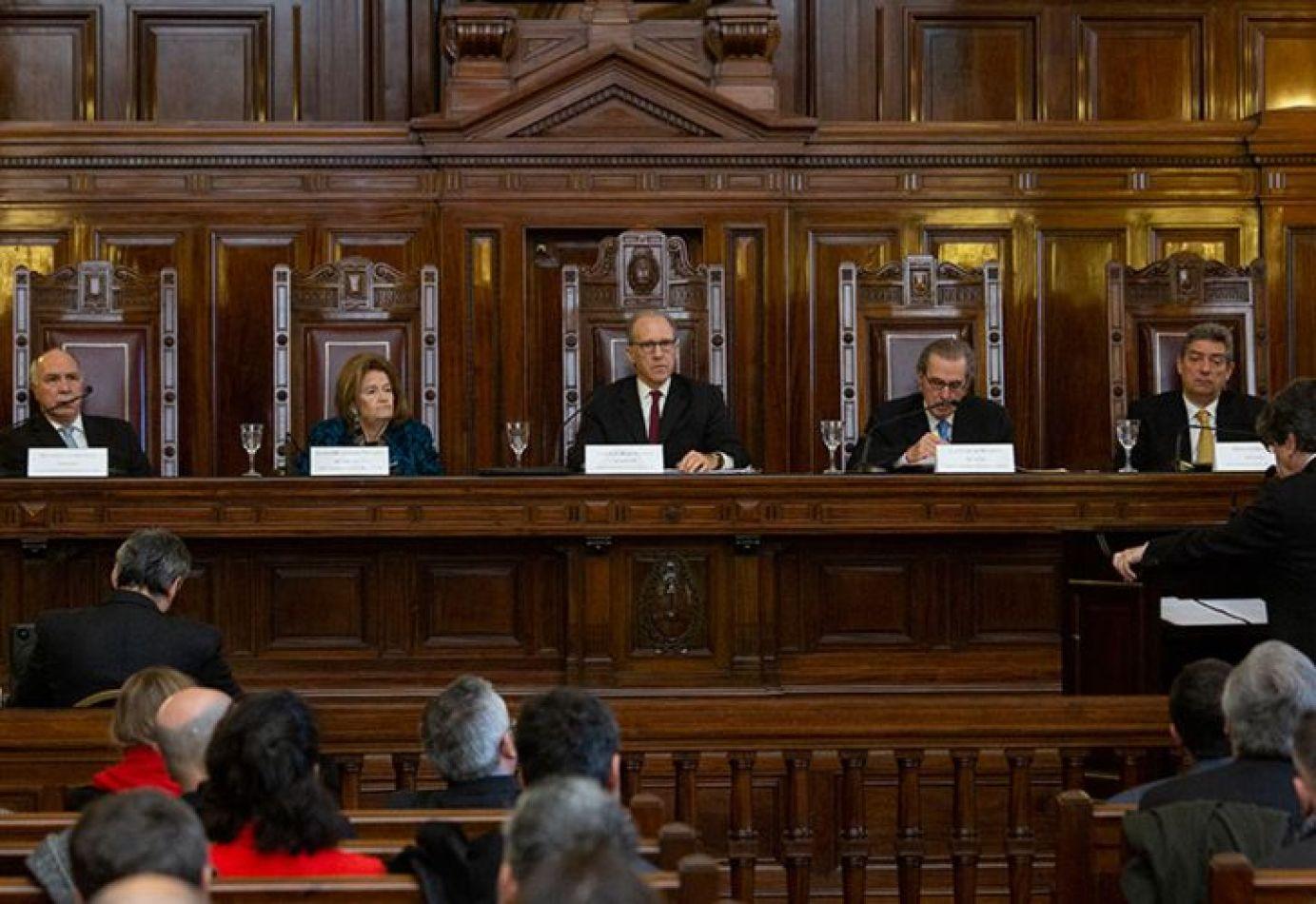 Negociaciones para ampliar la Corte Suprema